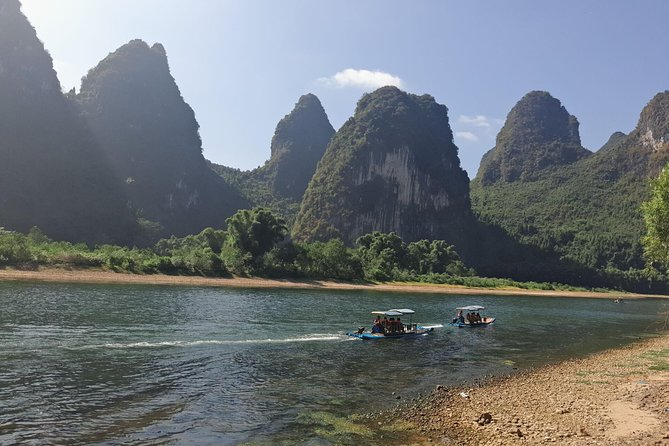 Daxu Ancient Town & Li River Bamboo boat &Xianggong Hill & Yangshuo Private tour