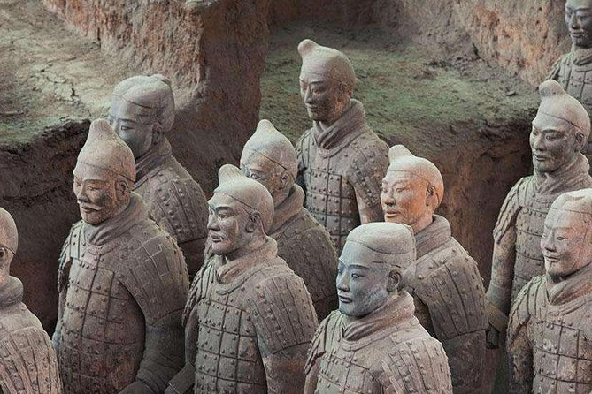 1-Day Xi'an Tour with the Terracotta Warriors, Cave Dwelling and City Wall