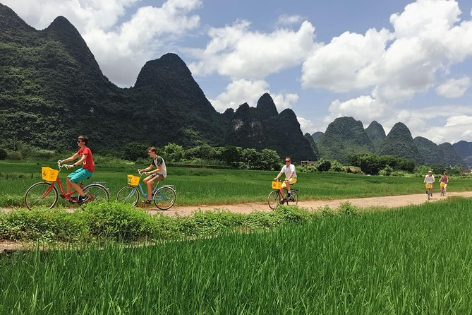 1-day Guilin Li River Cruise and Yangshuo Sightseeing Private Tour