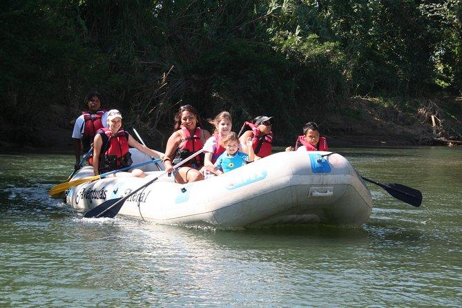 Paseo safari en barco por Peñas Blancas en Arenal