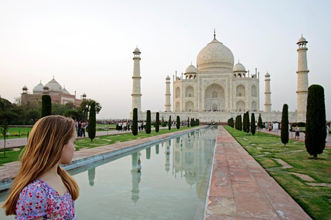 Private Taj Mahal Day Tour with Same Day Flights from Mumbai