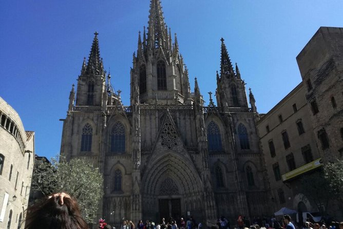 Small Group Outdoors Walking Tour of Sagrada Familia and Gothic Quarter