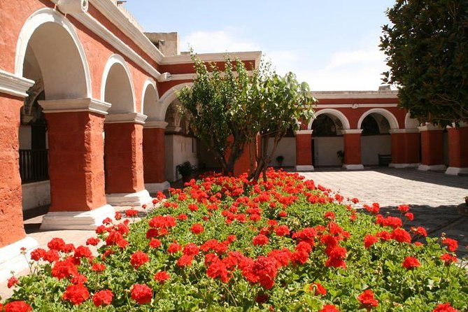 Afternoon : Arequipa city tour with Santa Catalina Monastery