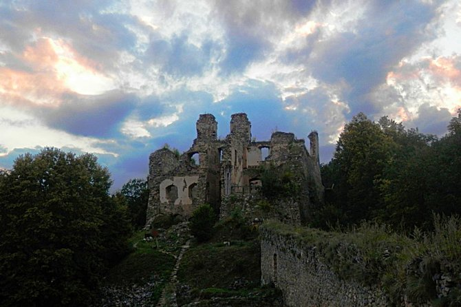 Day Trip from Cesky Krumlov to the Magical Girls' Stone Castle and Trebon
