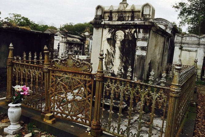 Private Voodoo and Cemetery Walking Tour of New Orleans