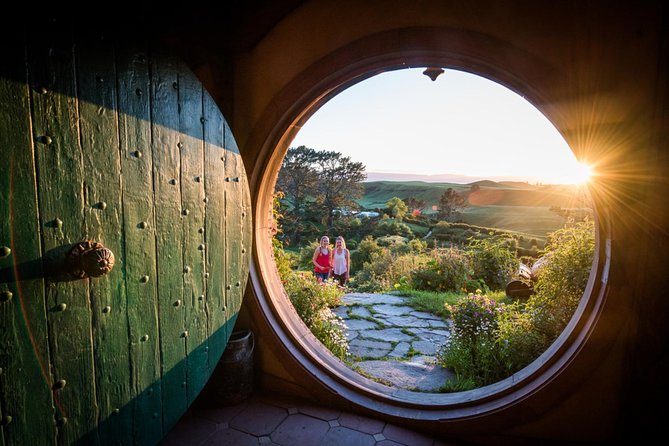 Private Charter: Hobbiton Movie Set Tour and Waitomo Glowworm Caves Combo