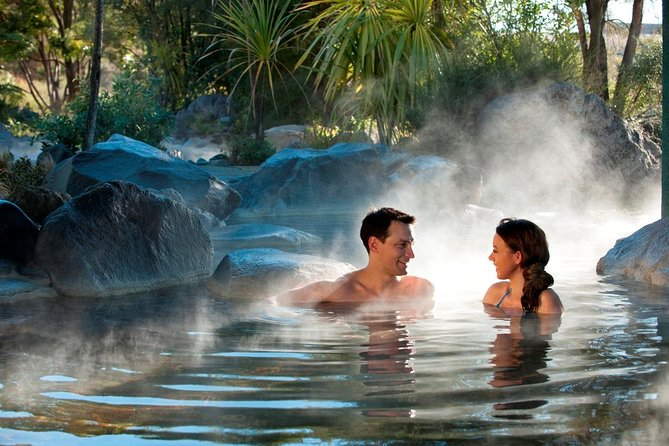 Wai-O-Tapu : Lady Knox Geyser : Champagne Lake : Polynesian Spa Resort: Combo Day Tour Rotorua