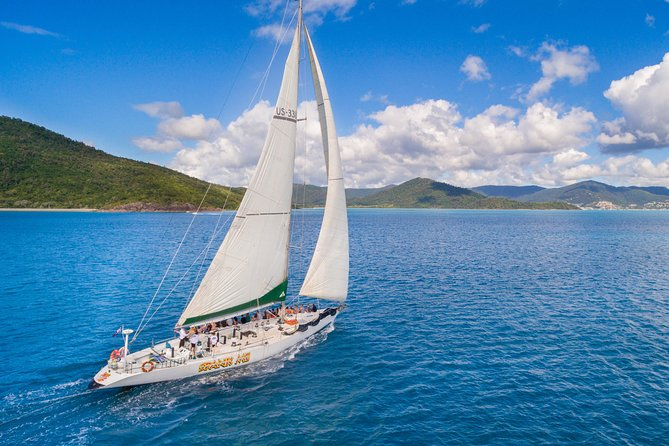 2-Night Whitsundays Sailing Cruise incl. Whitehaven Beach & Great Barrier Reef