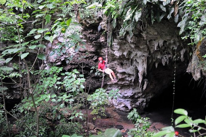 3-Hour San Juan Adventure: Cave Rappel and Zipline Safari with Lunch