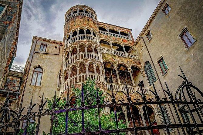 Skip-the-Line: Venice Walking Tour, Doge's Palace, and Gondola Ride