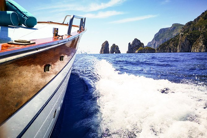 Private Island of Capri Boat Tour for Couples