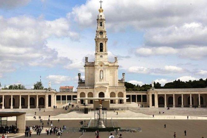Private Tour: Highlights Fatima Sanctuary, Nazaré Big Waves and Obidos Medieval
