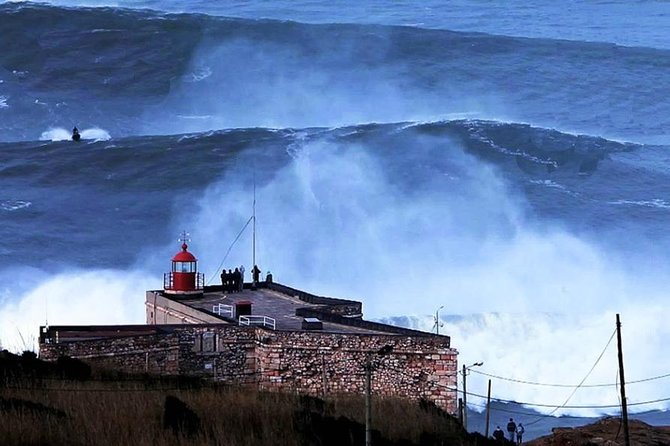 Private Tour: Discovery Fishing Village of Nazaré and the Giant Waves with Traditional Lunch
