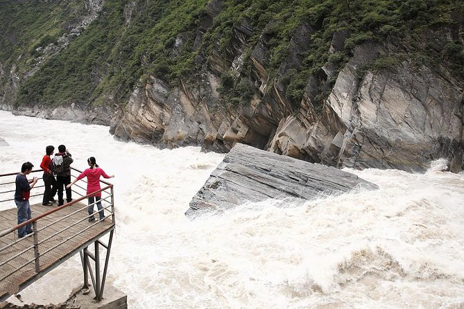 2-Day Leaping Tiger Gorge & Shangri-La Tour