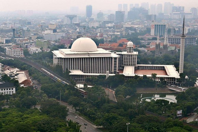 Private Tour: Half Day Jakarta Mosque and Church Tour