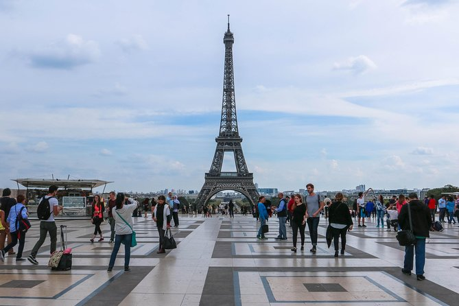 1,5-hour Skip-the-Line Eiffel Tower Tour with Summit Access