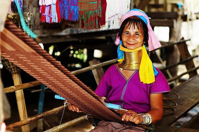 Private Guided Full Day Tour in Kayan Ethnic Long-neck Padaung from Loikaw