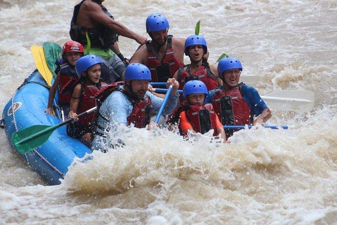 Medio día de rafting en aguas bravas. Río Balsa II-III