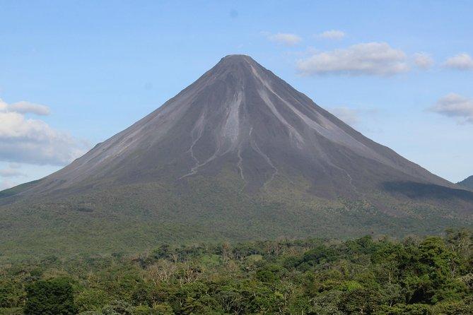 Volcán Arenal y aguas termales: Medio día