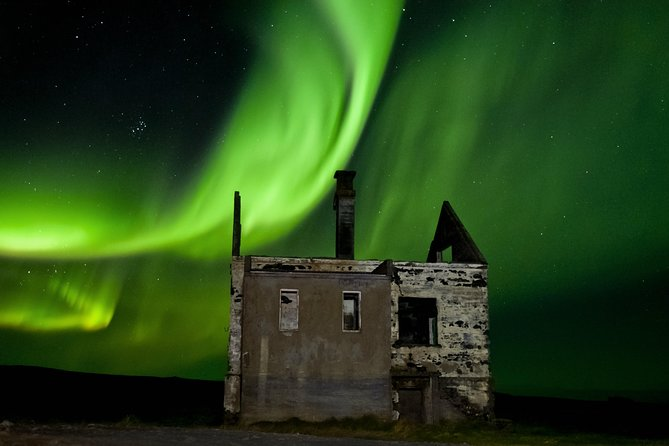 Excursión en grupo de 4 horas por la aurora boreal desde Reykjavík