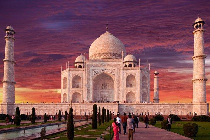 Agra Overnight og Taj Mahal Sunrise Trip fra Delhi med bil