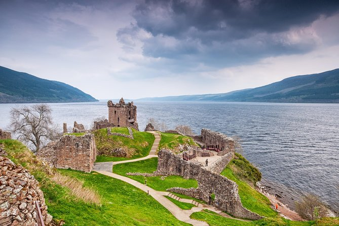 Highlander Loch Ness and Culloden Battlefield from Inverness
