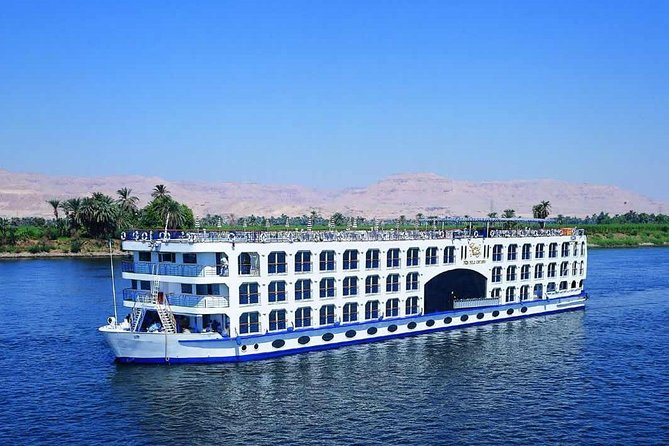 Cruise on Nile River between Aswan and Luxor