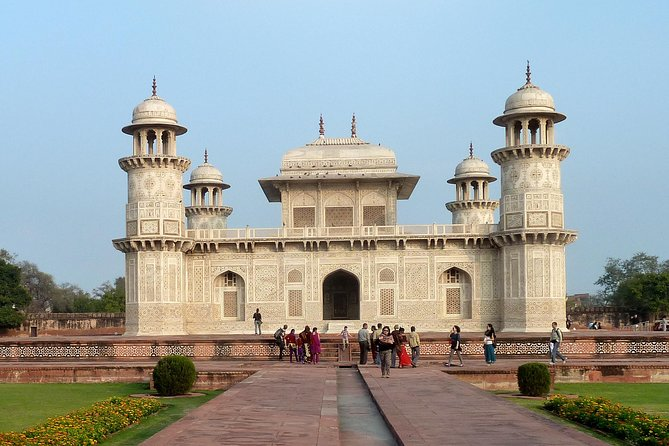 Agra Local Sightseeing with Fatehpur Sikri by Private Car