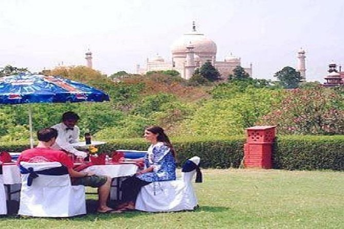 PRIVATE CITY TOUR OF AGRA INCLUDING LUNCH AND PHOTOS TAKEN AT THE TAJ MAHAL Image