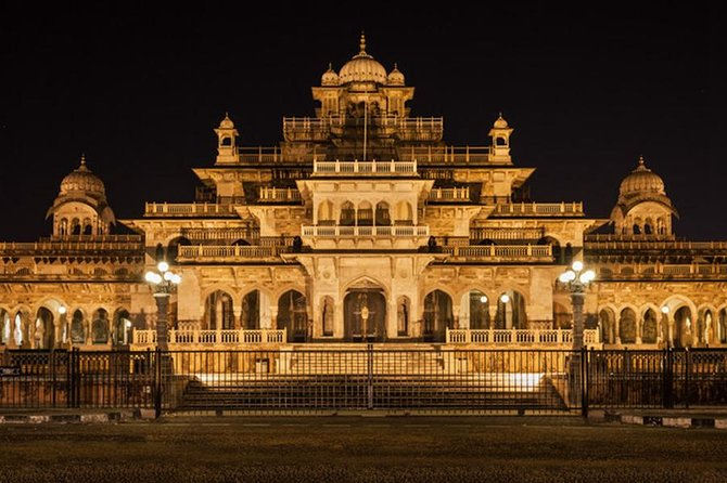 Private Night Tour of Iconic Jaipur and Dinner with a Noble Rajput Family