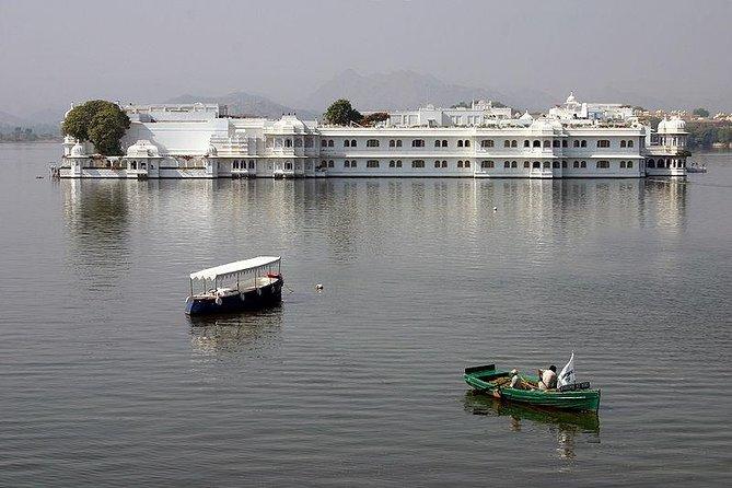 Crystal Gallery, Lake Pichola & Dinner at Jag Mandir Palace - Udaipur
