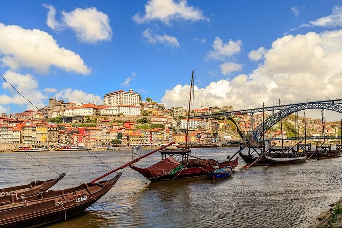 Tour Lisboa - Coimbra - Aveiro - Oporto - Pick Up: Hotel in Lisbon: in Mercedes