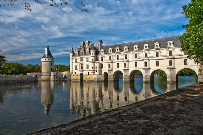 Loire Valley Castles Small-Group Day Trip & Wine Tasting from Paris