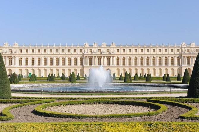 Versailles Skip-the-Line Tour with 3-Course Lunch from Paris