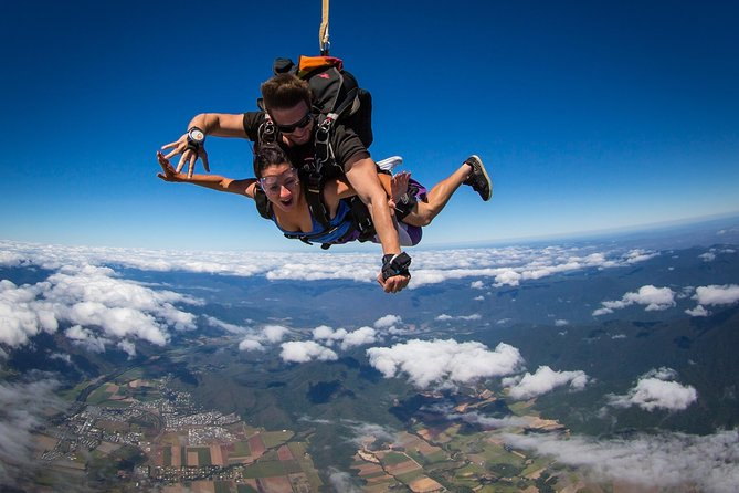 Salto en paracaídas en tándem en el arrecife y la selva tropical en Cairns  | Cairns y el Norte Tropical | 2021 | Viator