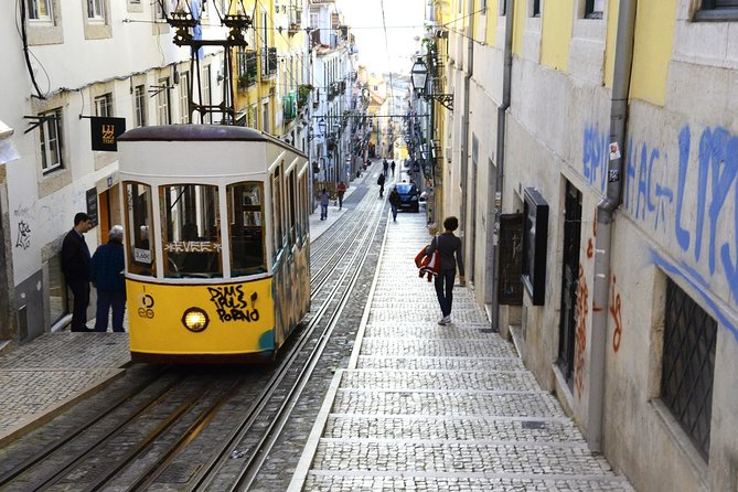 Lisbon: Iconic Neighbourhoods Walking Tour