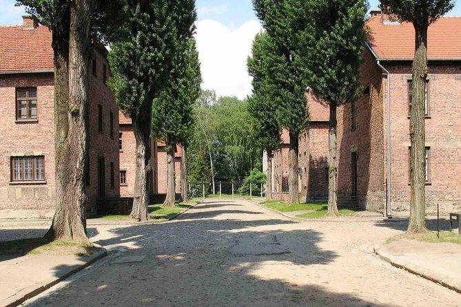 Excursão de um dia inteiro a Auschwitz-Birkenau e Oskar Schindler Factory, saindo de Cracóvia