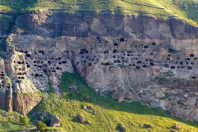 Tour privado de las cuevas antiguas de Vardzia de día completo por Levan Tours