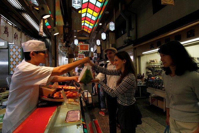 Kookles, sakeproeverij en wandeltocht over de Nishiki-voedselmarkt in Kyoto