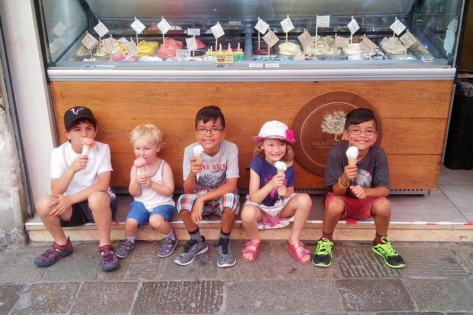 Illuminated Venice Tour for Kids & Families with Gelato & Sfogliatina Biscuit