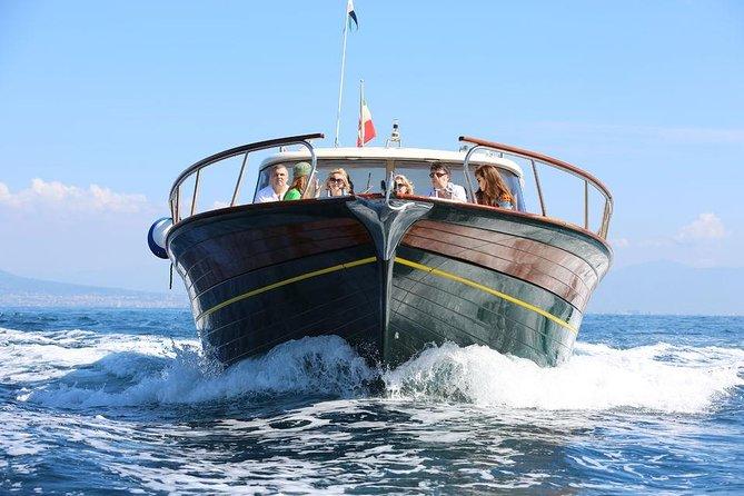 Små gruppe Sorrentokyst og Amalfi Coast bådtur med lokal vært om bord