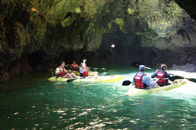 Excursão de 2 horas de caiaque nas cavernas e praias de Ponta da Piedade