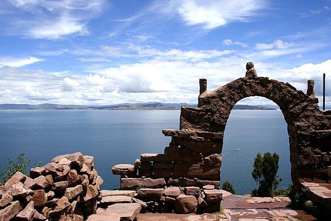 Crucero en catamarán y noche por el lago Titicaca y la Isla del Sol desde Puno