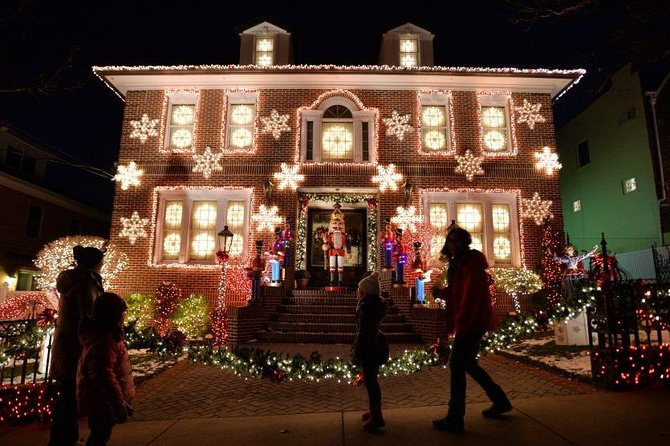 Dyker Heights Brooklyn Christmas Lights.A Slice Of Brooklyn Original Christmas Lights Tour Of Dyker Heights