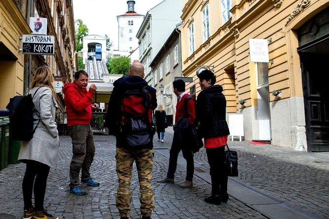 Zagreb: Excursão a pé de 4 horas pela manhã para pequenos grupos e segredos matinais com um bilhete funicular