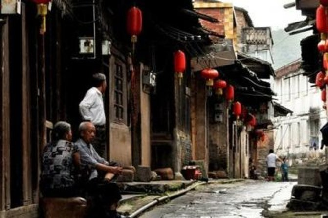 Private Tour: Daxu Village and Crown Cave Along Li River from Guilin