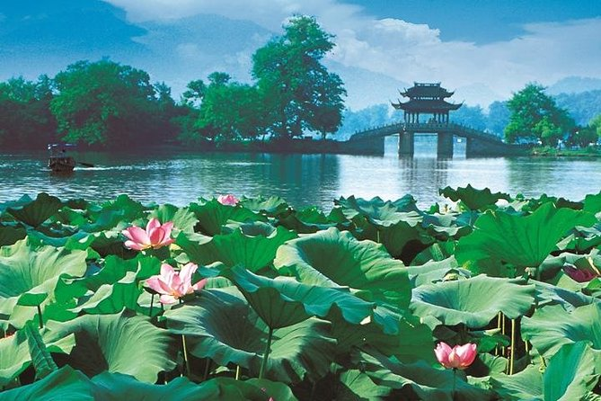 Hangzhou City Tour: West Lake Cruise and Lingyin Temple