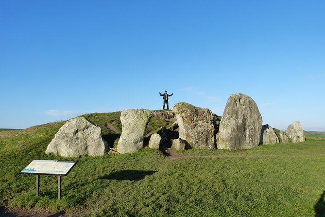 Bespoke private tours of Stonehenge and Avebury by car with local guide