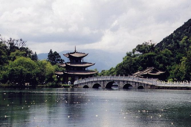 Private Tour: 4-Day Lijiang and Tiger Leaping Gorge in Yunnan