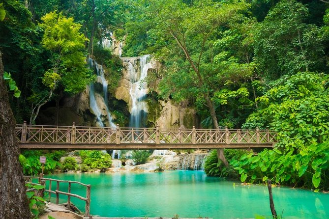 Heldagstur till Pak Ou grottor, Traditional Village & Kuang Si Waterfall